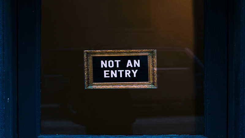 "Sign saying ""Not an entry"" on a door."